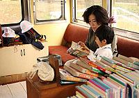 電車図書館 ママ、読んで~