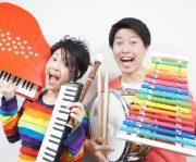 奏でる楽器はたった2人で20種類を超えるそう。ジャンルにとらわれず多種多様な楽器の組み合わせでアラカルトに演奏をして下さいます。